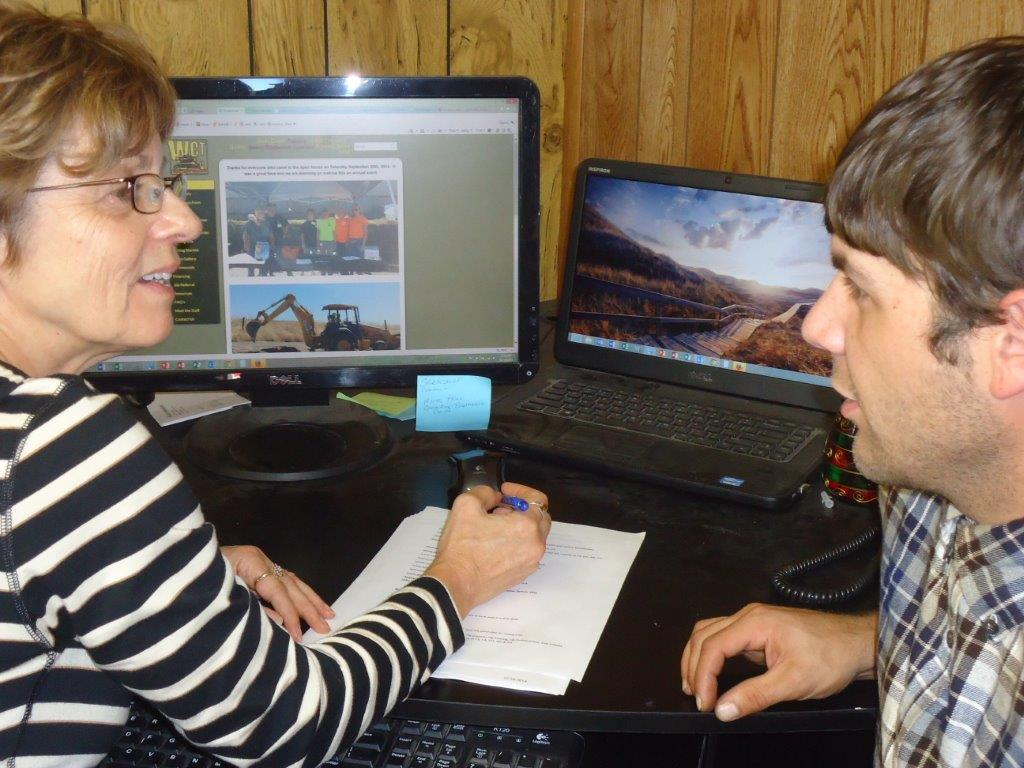 Marie Wodaege helping a graduate student - WCT
